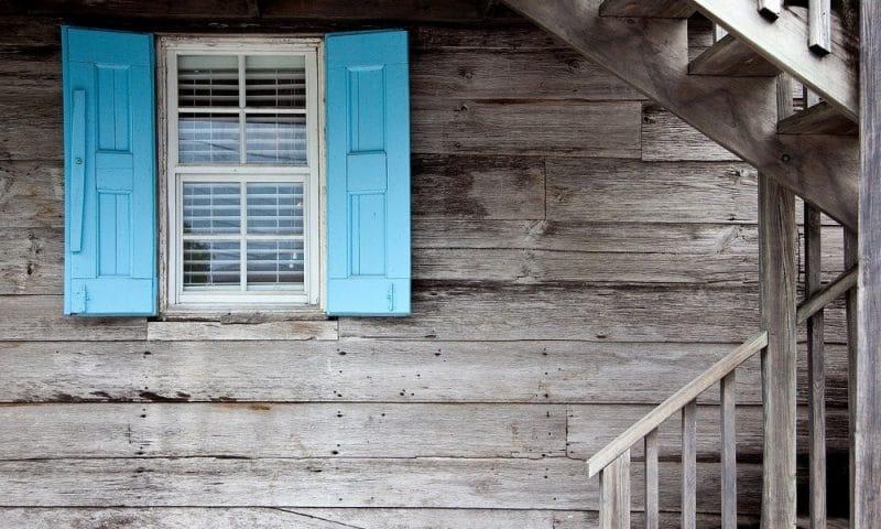 Comment isoler une maison avec une ossature en bois ?